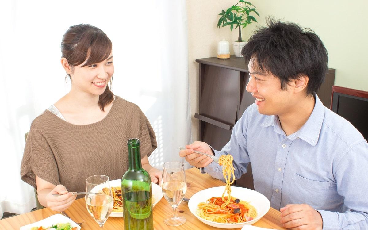 couple-eating-dinner